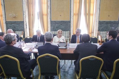 Viorica Dăncilă și Mugur Isărescu s-au întâlnit la Palatul Victoria: A doua ședință în care s-a discutat despre aderarea la euro
