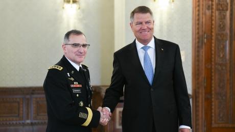 Klaus Iohannis și comandantul suprem al forţelor aliate în Europa au discutat cum să descurajeze și să apere Flancul Estic al NATO