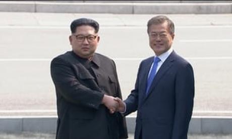 Imagini ISTORICE! Întâlnirea secolului dintre președinții celor două Corei a avut loc în zona demilitarizată: Cuvinte URIAȘE rostite de cei doi șefi - VIDEO