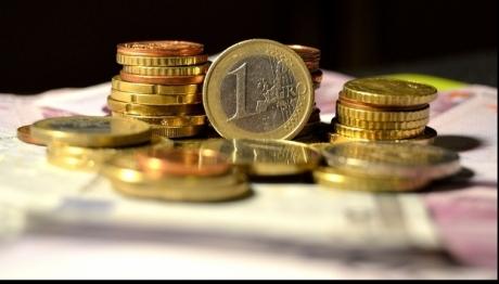 Euro trades at 4.6660 lei