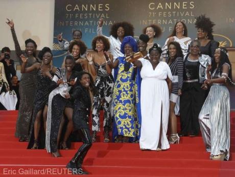 Organizatorii de la Cannes o să-i favorizeze pe jurnaliştii radio-TV în relatările pe care le fac (presă)