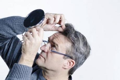 Avertismentul medicilor: Problemele de sănătate pe care le poate ascunde albirea părului