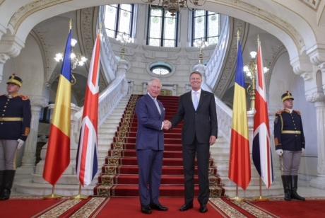 GAFĂ de protocol a preşedintelui Iohannis, la întâlnirea cu Prinţul Charles