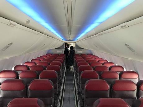 Un avion cu 67 de pasageri la bord a aterizat de urgență după ce a fost descoperită o crăpătură în parbriz