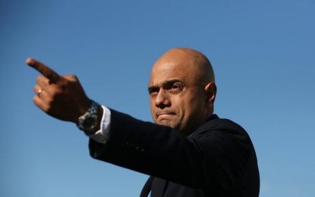 Au și ei hoții lor: Ministrul britanic de Interne a fost JEFUIT pe stradă