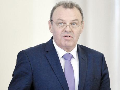 Ministrul Transporturilor - audiat la comisia de resort pe tema infrastructurii rutiere şi feroviare