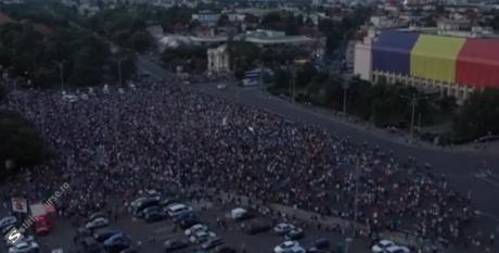 MOMENTE EMOȚIONANTE în Piața Victoriei: Ce au făcut 10.000 de oameni la ora 21:00 - LIVE VIDEO