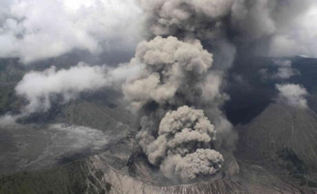 VIDEO - E dezastru în Costa Rica, la Elena Udrea și Alina Bica: cenușa unui vulcan a ajuns în capitala San José