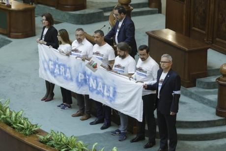 USR revine la sentimente mai bune faţă de Curtea Constituţională: 'CCR blochează planul lui Dragnea de a falimenta România!'
