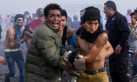 Bilanţul exploziei care s-a produs la un oleoduct perforat de hoţi de combustibil în centrul Mexicului a crescut la 89 de morţi