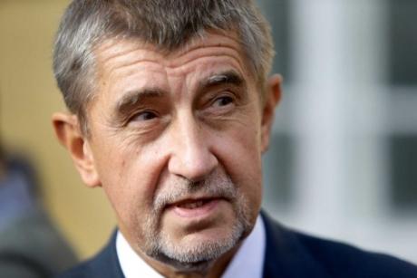 FOTO SCANDAL în Cehia, după ce ministrul Sănătăţii a fost surprins într-un restaurant care trebuia să fie închis: Premierul îl va demite