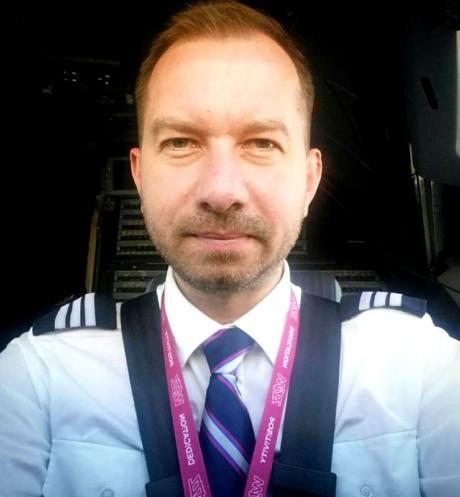 A renunţat la muzică şi la politică și vrea să devină comandant de aeronavă: 'Să fie sănătoşi toţi mafioţii din politică. Recunosc, nu pot să le fac față'