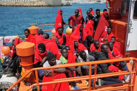 Un număr de 18 migranţi au fost salvați de autoritățile franceze în Marea Mânecii