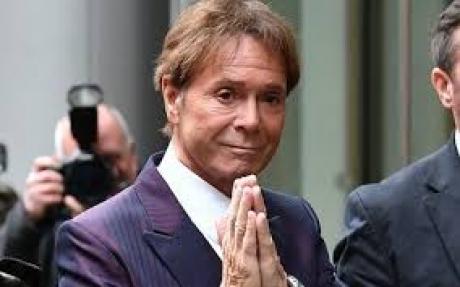 Cântăreţul Cliff Richard a câştigat procesul intentat BBC pentru încălcarea dreptului la viaţa privată