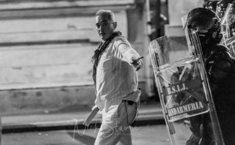 Jandarmul supranumit 'fantoma în alb de la protest' va fi făcut GENERAL: Propunerea e pe masa lui Klaus Iohannis