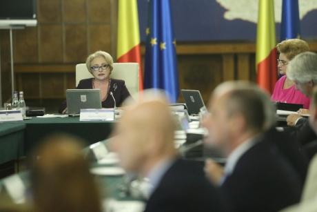 Viorica Dăncilă, Lia Olguța Vasilescu și Eugen Teodorovici au DECRETAT: Se reintroduce salariul minim diferențiat în funcție de studii și vechime