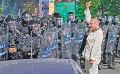 Klaus Iohannis comentează ridicarea în gradul de general a lui Cătălin Paraschiv: 'MAI a efectuat verificările de securitate și legalitate și își asumă'