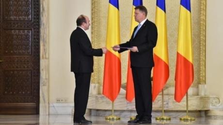 Klaus Iohannis îl ţine 'cu forţa' pe Tudorel Toader la Ministerul Justiţiei: 'NU iau act de aceste demisii'