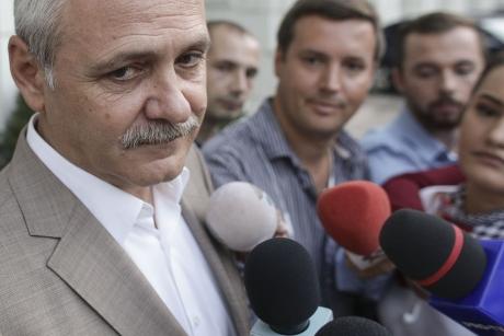 Miting în fața sediului PSD - Zeci de susținători de-ai lui Liviu Dragnea acuză ABUZURI