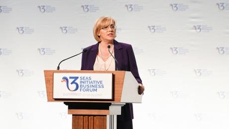 Corina Crețu, la Euronews, despre condiționarea accesării fondurilor europene: UE nu poate fi văzută ca un bancomat
