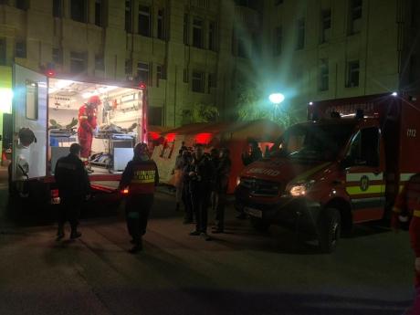 Șoferul BĂUT al unei ambulanțe a intrat cu mașina într-un șant, pe DN 1: Asistenta și pacientul au fost răniți