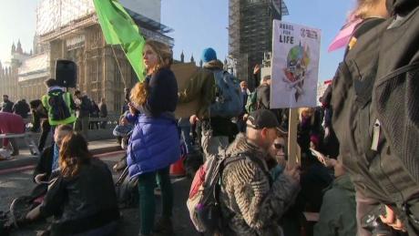 Protest de AMPLOARE la Londra împotriva Guvernului Theresa May - Zeci de persoane au fost arestate