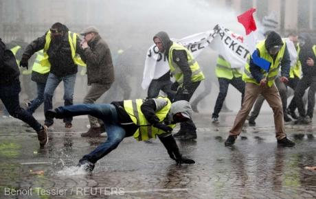 Protestele vestelor galbene - Poliția acuzată de maltratarea și rănirea unor jurnaliști