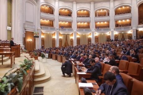 Săptămâna parlamentară va începe cu o zi de foc: Se citește moţiunea de cenzură şi scrisoarea lui Klaus Iohannis