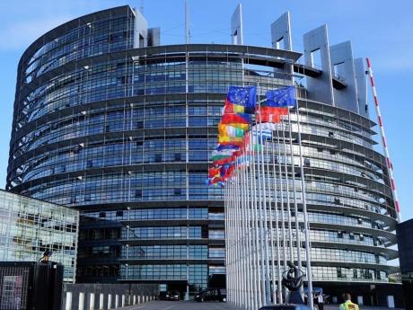 Parlamentul European a adoptat de urgență o rezoluţie pentru prevenirea atacurilor teroriste, în febra evenimentelor de la Strasbourg