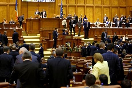 PSD își premiază parlamentarii în preajma moțiunii de cenzură
