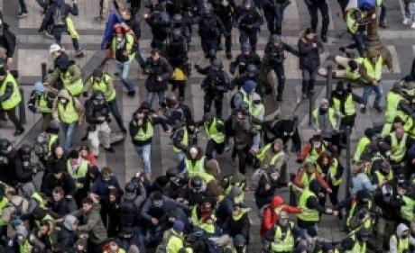 Primă de 300 de euro pentru jandarmii care 'au dat piept' cu vestele galbene