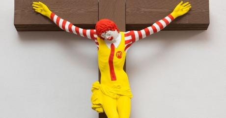 Sculptura McJesus, care reprezintă un clovn crucificat, va fi RETRASĂ dintr-un muzeu: SCANDAL religios cu creștinii