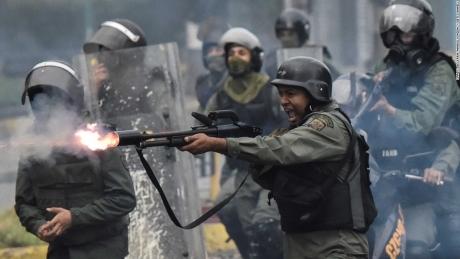 SUA impun sancţiuni contra unor oficiali importanţi ai regimului Maduro