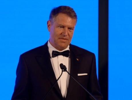 Klaus Iohannis, încoronat 'Garantul democrației' la o ședință PNL