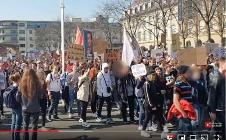 VIDEO - Proteste masive în Munchen, Koln și Hamburg: peste 60.000 de nemți au ieșit în stradă