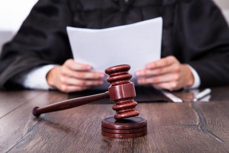 Un șofer bulgar, trimis în judecată, după ce a fost prins cu 50 de kilograme de heroină la vamă