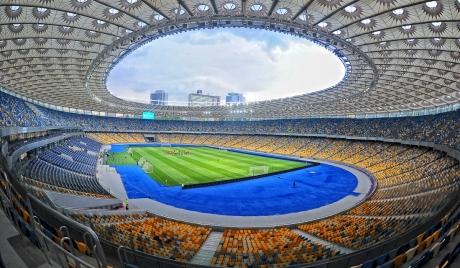 S-au înjurat ca la uşa cortului: Doi rivali la preşedinţie s-au dat în spectacol, pe un stadion, în faţa alegătorilor