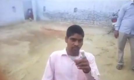VIDEO - Un bărbat și-a tăiat degetul după ce a votat din greșeală pentru un partid