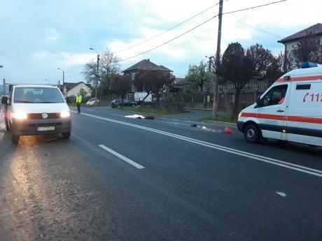 FOTO - Accident rutier TERIBIL: O femeie a fost lovită MORTAL de două mașini