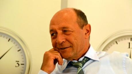 Traian Băsescu intră la RUPERE și susține referendumul: 'Avem o guvernare orientată strict pe salvarea lui Dragnea şi a acoliţilor săi infractori'