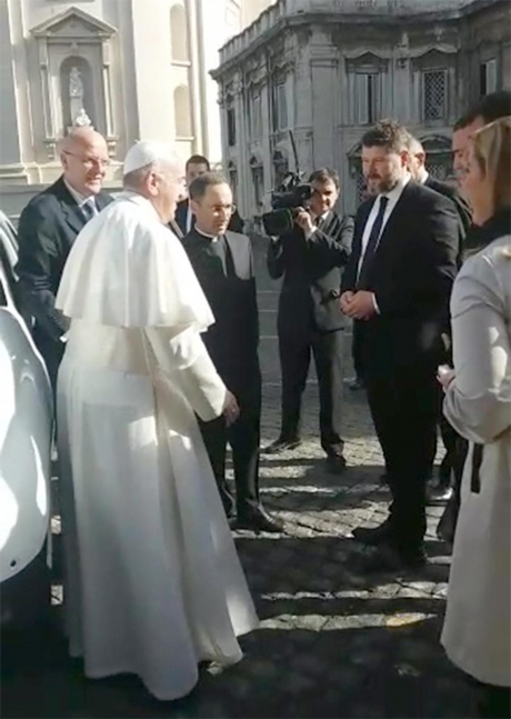 Papa Francisc închide școlile din București: NU se fac cursuri timp de două zile