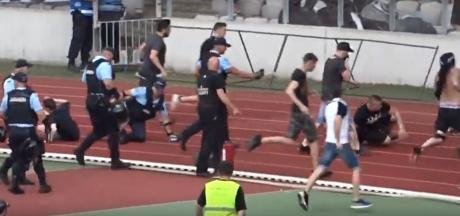 Jandarmul care a fost lovit cu un scaun în cap în timpul unui meci de fotbal a fost externat