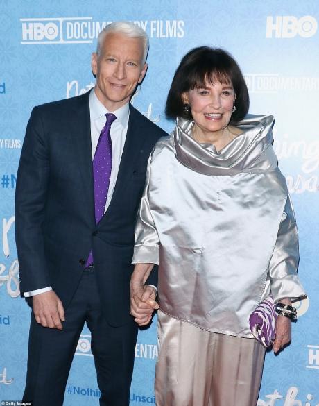 Mama lui Anderson Cooper, celebra Gloria Vanderbilt, a murit de cancer la stomac