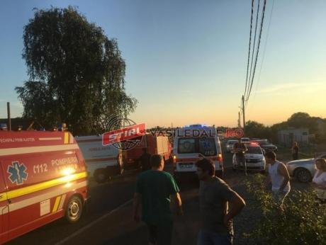 VIDEO Accident cumplit pe DN 18 B în Maramureş: Patru copii şi mama lor, gravidă, au ajuns la spital în urma unui accident rutier