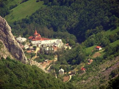 Viorica Dăncilă, intervenție de URGENȚĂ: a dat directivă să se aloce bani pentru mănăstirea care a ars