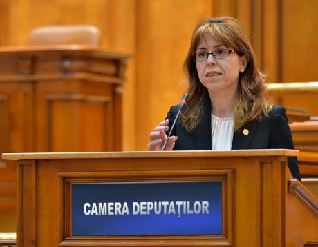 Antoneta Ioniță: Guvernul oferă 2 lei pe zi pentru hrana unui elev, dar taie 1 miliard lei de la Educație