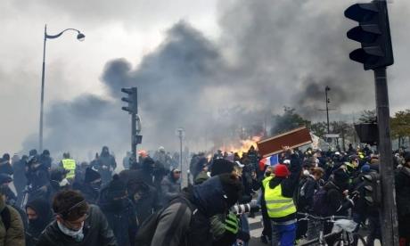 Acțiune sinucigașă: Primul ministru francez este hotărât să finalizeze reforma sistemului de pensii propus de guvernul său