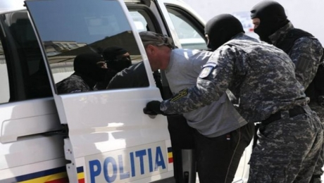 PERCHEZIȚII - Poliția destructurează o rețea importantă de proxenetism