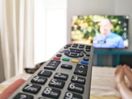 Cel puţin două televizoare iar 20% dintre dispozitive sunt smart, au românii în case, potrivit unui studiu