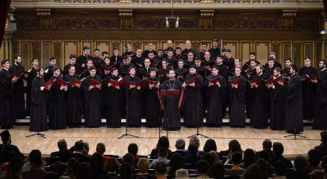 VIDEO Gestul SUPREM făcut de 100 de psalți ai Bisericii Ortodoxe Române, în frunte cu Mihail Bucă: 100 de psalți în rugăciune pentru România